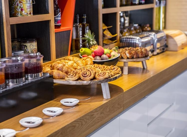Holiday-Inn-Amsterdam-Arena-Towers-Buffet
